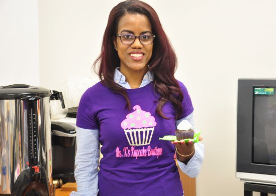 Small Business Owner Brings Advice, Cupcakes to HCC
