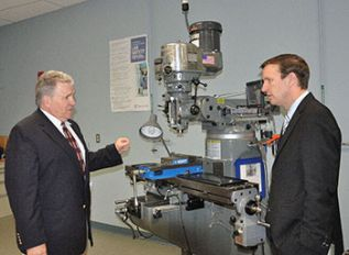 U.S. Sen. Chris Murphy Tours HCC Manufacturing Center